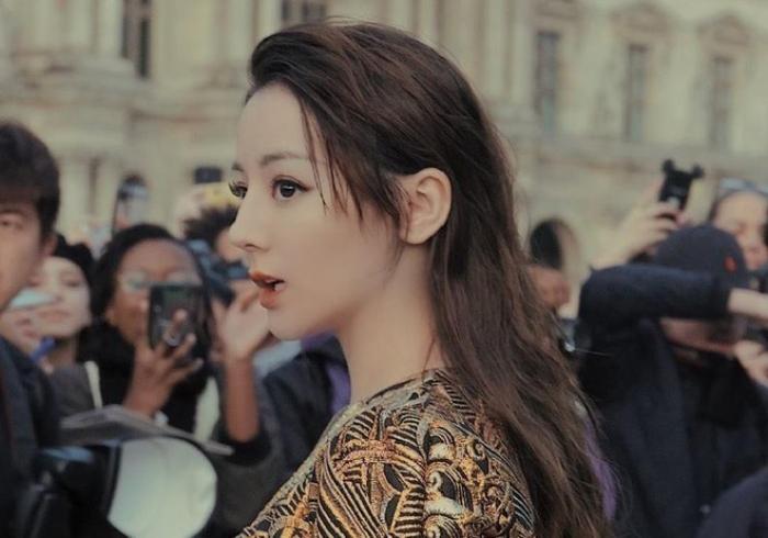 Mơ thấy đi du lịch Trung Quốc gặp Địch Lệ Nhiệt Ba