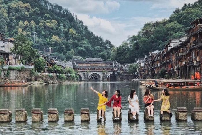 Chiêm bao thấy mình du lịch Trung Quốc với bạn thân đánh con 24 - 55