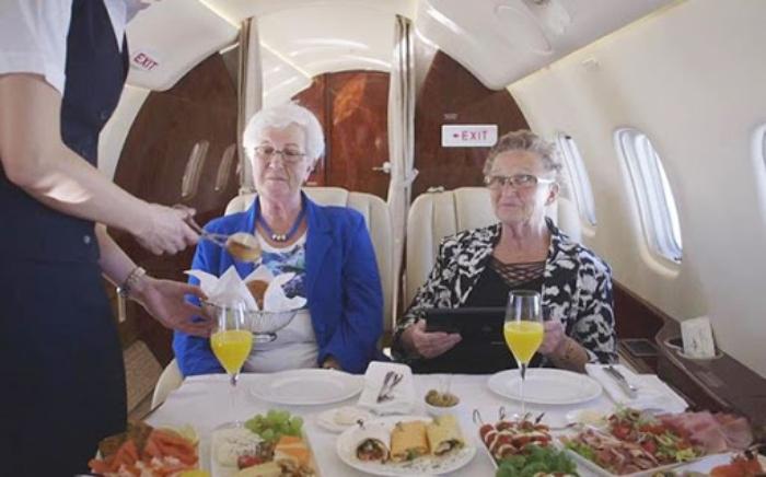 Khi trong mơ thấy đi du lịch Đức chung máy bay với toàn người già