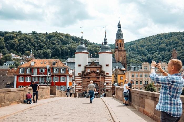 Khi nằm mơ thấy bạn thân cưa cẩm người lạ trong khi đi du lịch Đức với mình