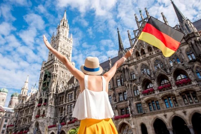 Nằm mơ thấy đi du lịch Đức cùng với người yêu cũ của chồng đánh 01 - 06