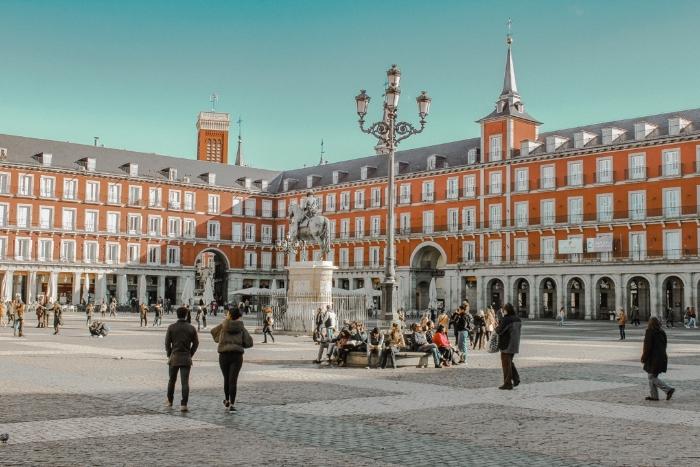 Khi mơ thấy gặp lại người đã khuất khi đi du lịch Tây Ban Nha