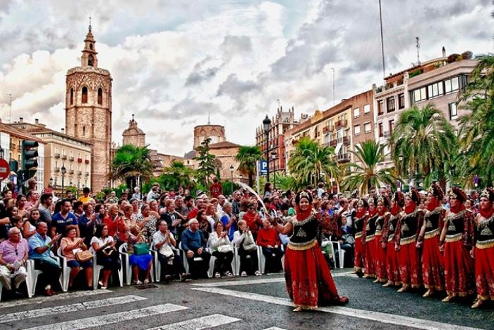 Khi trong mơ gặp cảnh đưa mình ghét nắm tay khi đi du lịch tại Tây Ban Nha