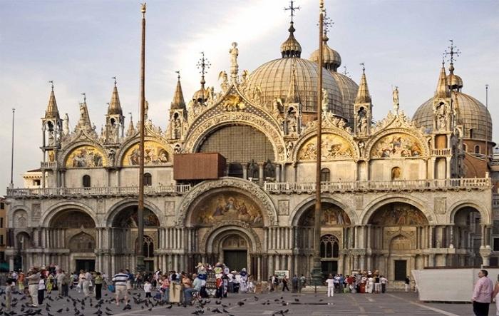 Khi mộng thấy đang ăn cơm trên quảng trường San Marco của Ý đánh luôn con số 00 - 96